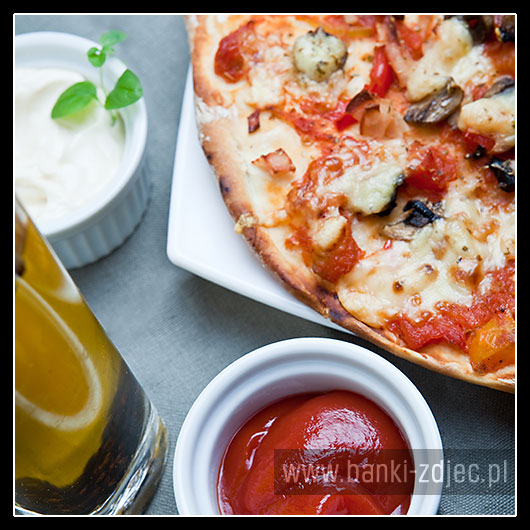 pizza z pieczarkami domowej roboty